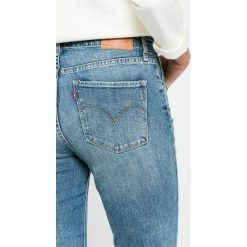 Levi's - Jeansy 721. Brązowe jeansy damskie rurki marki Levi's®. W wyprzedaży za 329,90 zł.