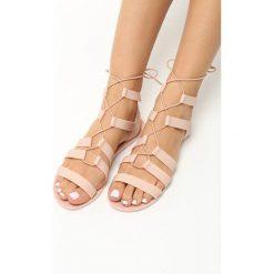 Beżowe Sandały Rosies. Brązowe sandały damskie marki Born2be, z kauczuku, na obcasie. Za 29,99 zł.