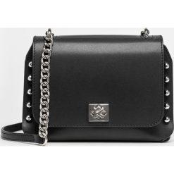 Czarna torebka damska. Czarne torebki klasyczne damskie Kazar, z aplikacjami, ze skóry. Za 649,00 zł.