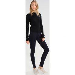 Denham NEEDLE  Jeans Skinny Fit darkblue demin. Niebieskie rurki damskie Denham. W wyprzedaży za 384,30 zł.