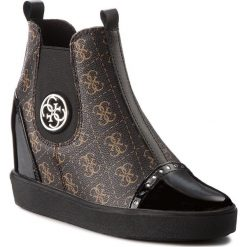 Botki GUESS - FLFRD3 PEL12 BROWN. Brązowe buty zimowe damskie marki Guess, z lakierowanej skóry, na obcasie. Za 699,00 zł.