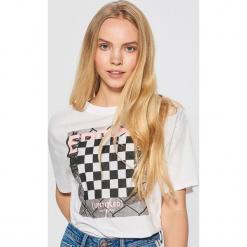 Koszulka z motywem szachownicy - Biały. Białe t-shirty damskie marki Cropp, l. Za 39,99 zł.