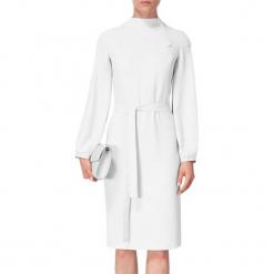 Sukienka w kolorze jasnoszarym. Szare sukienki na komunię marki BOHOBOCO, w paski, z tkaniny, z dekoltem na plecach, midi. W wyprzedaży za 959,95 zł.