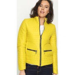 Żółta Kurtka Short And Warm. Żółte kurtki damskie pikowane marki Mohito, l, z dzianiny. Za 79,99 zł.