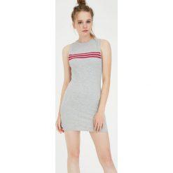 Sukienka mini z paskami. Szare sukienki mini Pull&Bear, w paski. Za 59,90 zł.
