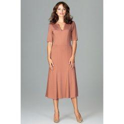 Sukienka koktajlowa za kolano k478. Niebieskie sukienki na komunię marki SaF, na co dzień, xl, z żakardem, z asymetrycznym kołnierzem, dopasowane. Za 169,00 zł.