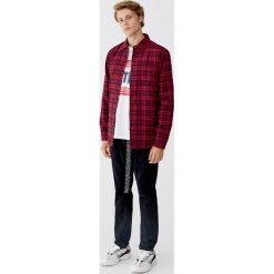 Lekko pikowana koszula flanelowa. Czerwone koszule męskie Pull&Bear, m, z długim rękawem. Za 109,00 zł.