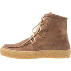 Ca'Shott Botki sznurowane taupe. Brązowe buty zimowe damskie Ca'Shott, z materiału, na sznurówki. W wyprzedaży za 471,20 zł.