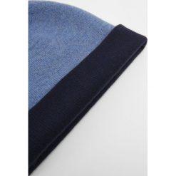 Johnstons Cashmere Czapka navy jeans. Szare czapki zimowe damskie marki Calvin Klein Jeans, na zimę, z jeansu. W wyprzedaży za 356,30 zł.