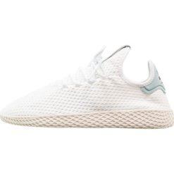 Adidas Originals PW TENNIS HU Tenisówki i Trampki white/tactile green. Białe tenisówki damskie marki adidas Originals, z materiału. W wyprzedaży za 319,20 zł.