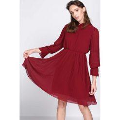 Bordowa Sukienka Acquiescence. Czerwone sukienki hiszpanki Born2be, s, midi. Za 109,99 zł.