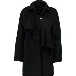Płaszcze damskie pastelowe: Lost Ink FRILL FRONT  Krótki płaszcz black