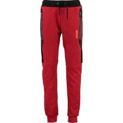 """Spodnie dresowe """"Menghini"""" w kolorze czerwonym. Czerwone joggery męskie Canadian Peak, z aplikacjami, z dresówki. W wyprzedaży za 130,95 zł."""