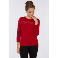 Swetry klasyczne damskie: Sweter z koronkowym zdobieniem