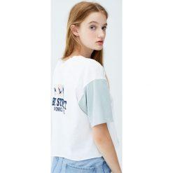 """Koszulka z kontrastowym rękawem """"Bay Street"""". Szare t-shirty damskie Pull&Bear, z kontrastowym kołnierzykiem. Za 59,90 zł."""
