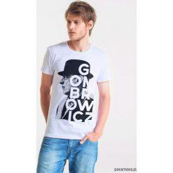 GOMBROWICZ ARTIST Męski T-shirt. Szare t-shirty męskie Pakamera, m, z bawełny, z klasycznym kołnierzykiem. Za 99,00 zł.