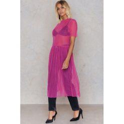 NA-KD Sukienka z siateczki w kropki - Pink. Różowe sukienki na komunię marki NA-KD, w kropki, z poliesteru, oversize. W wyprzedaży za 40,19 zł.