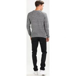 Swetry męskie: Jack & Jones JJVLAMAR CREW NECK KNIT FIT Sweter light grey melange