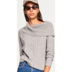 Sweter z odkrywający ramiona - Jasny szar. Szare swetry klasyczne damskie marki Reserved, l. Za 99,99 zł.