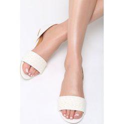 Białe Sandały Don't Be Shy. Białe sandały damskie marki Born2be, z materiału, na obcasie. Za 59,99 zł.