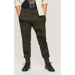 Spodnie dresowe męskie: Spodnie dresowe w moro – Khaki