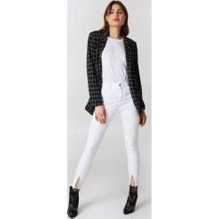 NA-KD Rurki z wysokim stanem - White. Białe rurki damskie NA-KD, z jeansu, z podwyższonym stanem. Za 121,95 zł.