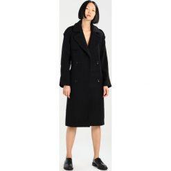KIOMI Płaszcz wełniany /Płaszcz klasyczny black. Czarne płaszcze damskie pastelowe KIOMI, z materiału, klasyczne. W wyprzedaży za 356,30 zł.
