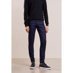 J.LINDEBERG JAY Jeansy Slim Fit dark blue. Niebieskie jeansy męskie J.LINDEBERG. Za 459,00 zł.