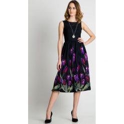 Sukienka midi z kwiatami u dołu BIALCON. Czarne sukienki balowe marki BIALCON, na lato, z materiału, midi, rozkloszowane. Za 449,00 zł.