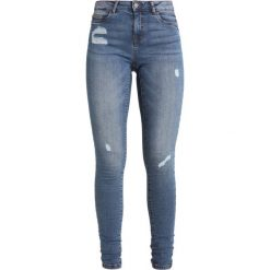 Noisy May NMLUCY Jeans Skinny Fit medium blue denim. Niebieskie rurki damskie Noisy May. Za 169,00 zł.