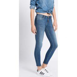 Lee - Jeansy Scarlett Low Moon Light. Niebieskie jeansy damskie rurki Lee, z obniżonym stanem. W wyprzedaży za 249,90 zł.