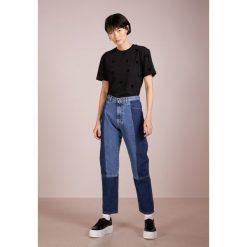 McQ Alexander McQueen CLASSIC Tshirt z nadrukiem darkest black. Czarne t-shirty damskie McQ Alexander McQueen, xs, z nadrukiem, z bawełny. Za 759,00 zł.