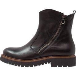 Pier One Botki na platformie black. Czarne buty zimowe damskie marki Pier One, z materiału, na platformie. W wyprzedaży za 239,20 zł.