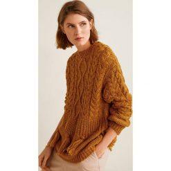 Mango - Sweter Bear. Brązowe swetry klasyczne damskie Mango, l, z dzianiny, z okrągłym kołnierzem. W wyprzedaży za 99,90 zł.