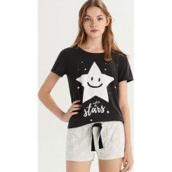 Dwuczęściowa piżama z nadrukiem - Szary. Szare piżamy damskie Sinsay, l, z nadrukiem. Za 39,99 zł.