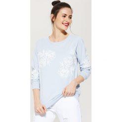 Bluzy damskie: Bluza z kwiatową aplikacją – Niebieski
