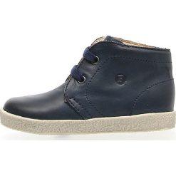 """Skórzane sneakersy """"Falcotto 1195"""" w kolorze granatowym. Niebieskie trampki chłopięce Naturino, na sznurówki. W wyprzedaży za 142,95 zł."""