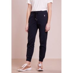 Polo Ralph Lauren MAGIC  Spodnie treningowe aviator navy. Niebieskie spodnie dresowe damskie Polo Ralph Lauren, l, z bawełny. Za 419,00 zł.
