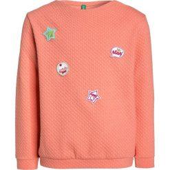 Benetton Bluza apricot. Pomarańczowe bluzy chłopięce marki Benetton, z bawełny. W wyprzedaży za 125,10 zł.