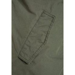 Colorado Denim YOUNES Płaszcz zimowy thyme. Zielone kurtki chłopięce zimowe marki Colorado Denim, z bawełny. W wyprzedaży za 407,20 zł.