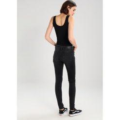 Jeansy damskie: Vero Moda VMSEVEN SUPER SLIM  Jeansy Slim Fit black