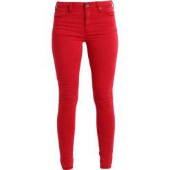 Kaffe EVITA PANTS Jeans Skinny Fit chili red. Czerwone jeansy damskie Kaffe. Za 249,00 zł.