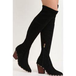 Czarne Zamszowe Kozaki Something Big. Czarne buty zimowe damskie marki Born2be, z materiału, ze szpiczastym noskiem, na niskim obcasie, na słupku. Za 149,99 zł.