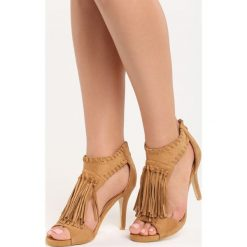 Camelowe Sandały Big Step. Brązowe sandały damskie marki Born2be, na wysokim obcasie, na obcasie. Za 79,99 zł.