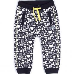 Spodnie. Czarne spodnie chłopięce MELLOW MOOD, z aplikacjami, z bawełny, długie. Za 49,90 zł.