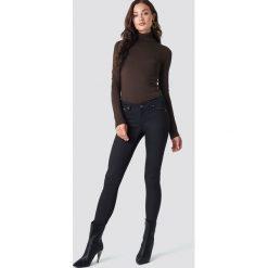 Rut&Circle Spodnie z wysokim stanem Ellie - Black. Zielone spodnie z wysokim stanem marki Rut&Circle, z dzianiny, z okrągłym kołnierzem. Za 161,95 zł.