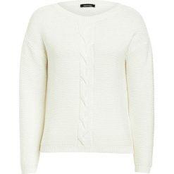 Sweter w kolorze kremowym. Białe swetry oversize damskie More & More, z dzianiny. W wyprzedaży za 130,95 zł.