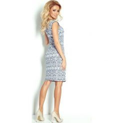 Villette Dopasowana sukienka - ecru + etniczne granatowe wzory. Różowe sukienki balowe marki numoco, l, z długim rękawem, maxi, oversize. Za 149,99 zł.