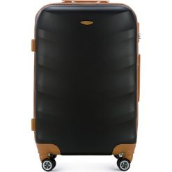 Walizka średnia 56-3A-232-10. Czarne walizki marki Wittchen, z gumy, średnie. Za 179,00 zł.