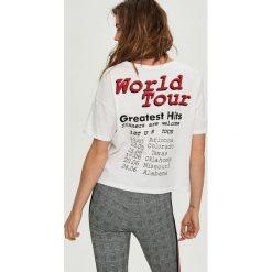 T-shirty damskie: T-shirt z nadrukiem world tour – Biały